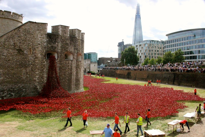 Designed by Tom Piper, Tower of London Poppies, placed by volunteers to commemorate the centenary of World War 1