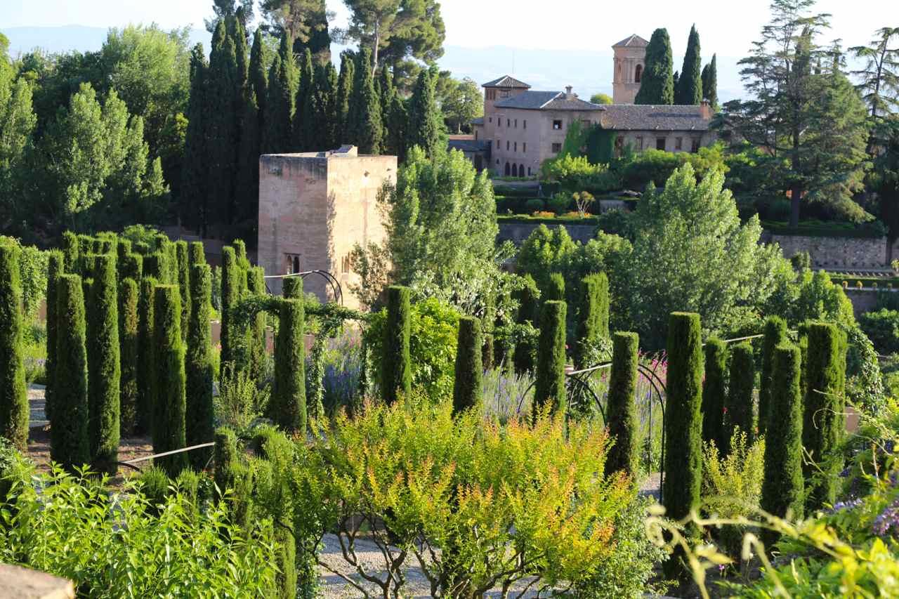 The gardens of the alhambra and generalife granada spain for Generalife gardens